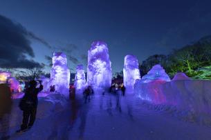 北海道冬の風景 支笏湖の氷濤まつりの写真素材 [FYI04796859]