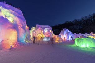北海道冬の風景 支笏湖の氷濤まつりの写真素材 [FYI04796860]