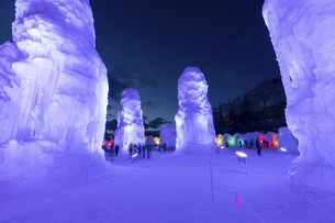 北海道冬の風景 支笏湖の氷濤まつりの写真素材 [FYI04796861]