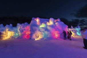 北海道冬の風景 支笏湖の氷濤まつりの写真素材 [FYI04796862]