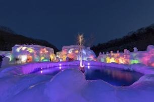 北海道冬の風景 支笏湖の氷濤まつりの写真素材 [FYI04796864]