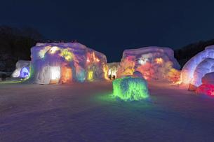 北海道冬の風景 支笏湖の氷濤まつりの写真素材 [FYI04796866]