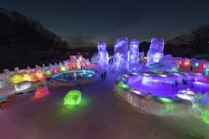北海道冬の風景 支笏湖の氷濤まつりの写真素材 [FYI04796867]