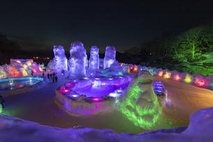 北海道冬の風景 支笏湖の氷濤まつりの写真素材 [FYI04796868]