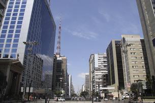 サンパウロのビジネス街パウリスタ大通りの写真素材 [FYI04797109]