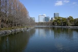 大坂,大阪城公園東外濠から大阪ビジネスパークの写真素材 [FYI04797598]
