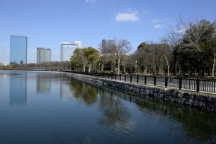 大坂,大阪城公園東外濠から大阪ビジネスパークの写真素材 [FYI04797599]