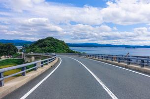 角島大橋を渡るの写真素材 [FYI04797684]