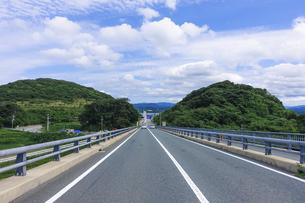 角島大橋を渡るの写真素材 [FYI04797685]
