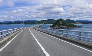角島大橋を渡るの写真素材 [FYI04797687]