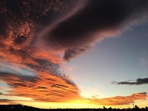 真紅の夕焼け スペインの空の写真素材 [FYI04797859]