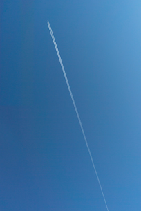 飛行機雲の写真素材 [FYI04797869]