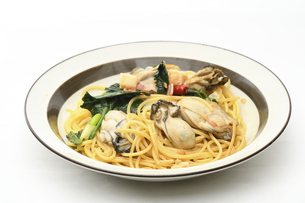 カキとほうれん草のペペロンチーノパスタ 手作り料理の写真素材 [FYI04798005]