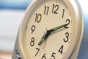 置き時計の針と文字盤の写真素材 [FYI04798194]