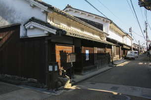 古い木造家屋が残る今井町の街角の写真素材 [FYI04798427]