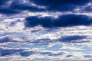 ドラマチックな朝の空の写真素材 [FYI04798447]