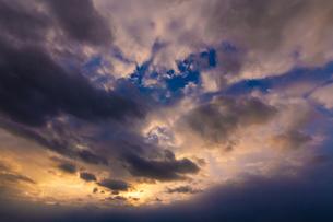 ドラマチックな空の写真素材 [FYI04798455]