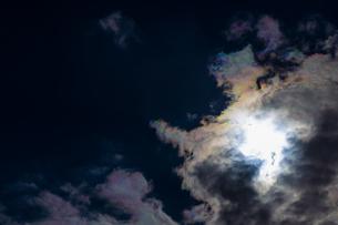 彩雲と太陽の写真素材 [FYI04798466]