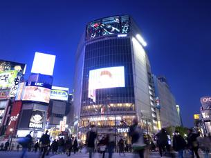 渋谷 ハチ公前交差点の写真素材 [FYI04798644]