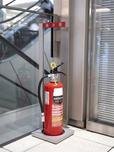 商業施設に設置された消火器の写真素材 [FYI04798651]