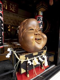 鷲神社のなでおかめ 東京都の写真素材 [FYI04798720]