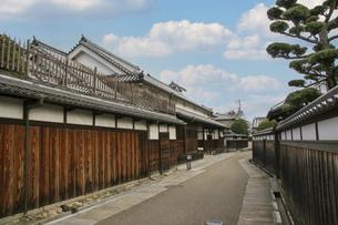 古い木造家屋が残る富田林寺内町の写真素材 [FYI04799061]