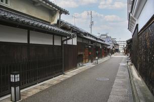 富田林寺内町・古い木造建築が残る町並みの写真素材 [FYI04799071]