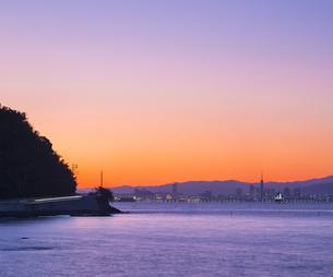 福岡県 風景 博多湾朝景 百道浜方面遠望の写真素材 [FYI04799352]