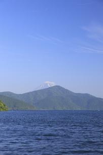 芦ノ湖と富士山の写真素材 [FYI04799535]
