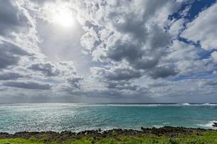 宮古島南部にある穴場展望台からの絶景の写真素材 [FYI04799704]