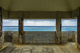 宮古島南部にある穴場展望台からの絶景の写真素材 [FYI04799712]