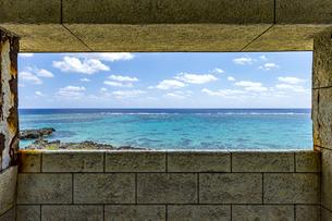 宮古島南部にある穴場展望台からの絶景の写真素材 [FYI04799714]