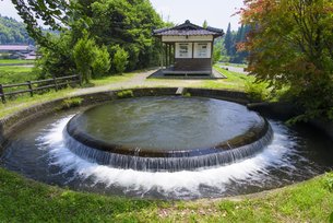 通潤用水の円形分水工の写真素材 [FYI04799776]