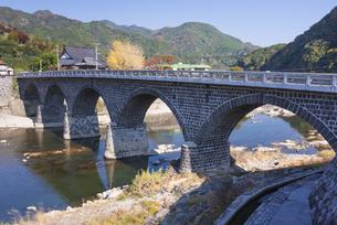 秋の馬渓橋の写真素材 [FYI04799789]