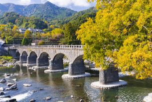 秋の耶馬渓橋の写真素材 [FYI04799803]