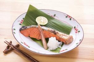 紅鮭の焼魚の写真素材 [FYI04800095]