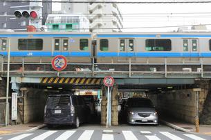 JRの高架下トンネルの写真素材 [FYI04800314]