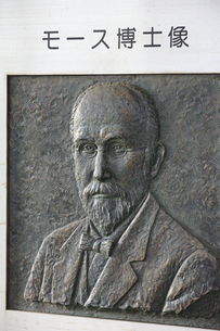 大森貝墟碑のモース博士像の写真素材 [FYI04800324]