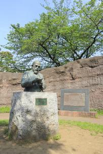 大森貝塚遺跡庭園のモース博士像の写真素材 [FYI04800338]
