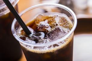 テイクアウトのアイスコーヒーの写真素材 [FYI04800348]