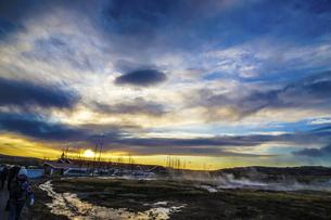 アイスランド・ゲイシールの風景と朝焼けの写真素材 [FYI04800434]