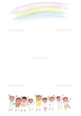虹に手を伸ばす子供たちのイラスト素材 [FYI04800513]