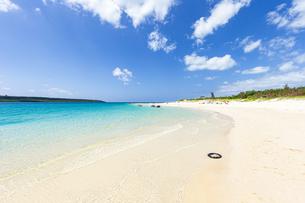東洋一美しいと言われるエメラルドグリーンの前浜ビーチの写真素材 [FYI04800542]