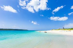 東洋一美しいと言われるエメラルドグリーンの前浜ビーチの写真素材 [FYI04800546]