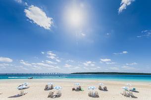 東洋一美しいと言われる前浜ビーチと輝く太陽の写真素材 [FYI04800558]