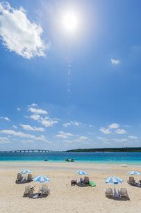 東洋一美しいと言われる前浜ビーチと輝く太陽の写真素材 [FYI04800562]