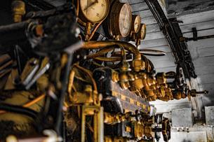 蒸気機関車の機械室の写真素材 [FYI04801162]