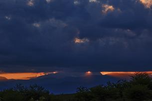 高ボッチ高原の夕暮れの景色 長野県塩尻市の写真素材 [FYI04801270]