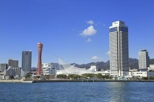 神戸ポートタワーと神戸港の写真素材 [FYI04801282]