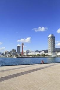 神戸ポートタワーと神戸港の写真素材 [FYI04801286]